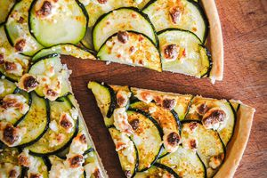 Tarte fine courgette/curry/feta
