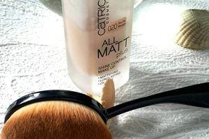 """Zoom sur la """"brosse"""" à maquillage Park Avenue."""