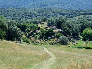 Différents points de vue du site qui s'étend sur plusieurs hectares