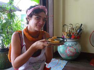 Dans l'ordre donc : pad thai, nems et tronche fatiguée, soupe exquise, mon chef-d'oeuvre les nouilles style Chiang Maï, et bien sûr les bonnes habitudes ne se perdant pas, un dessert zarbi que je vais m'empresser de refaire aussi dès mon retour !