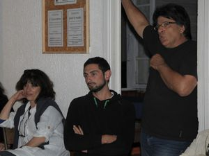 Photo de gauche : Robert Smith&#x3B; photo de droite : Isabelle Abate, Mathieu Harzo et J.-Claude Carlet