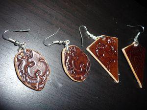 Boucles d'oreilles couleur marron foncé. D'autres motifs et couleurs à venir.
