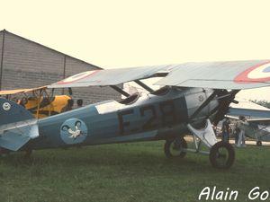 A gauche, le Morane Saulnier MS-130 F-AZAA. A droite le Salmson/CFAD-7 Cricri.