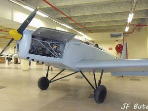 Le Mauboussin 129 N°191 F-BBSK exposé au Grenier de l'Aviation à Nantes.