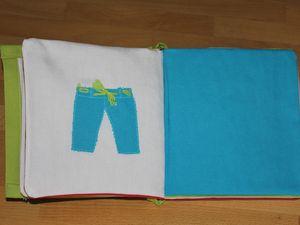 Petit livre en tissu tout en couleurs...