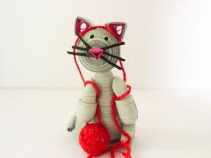 Le chaton et la pelote de laine