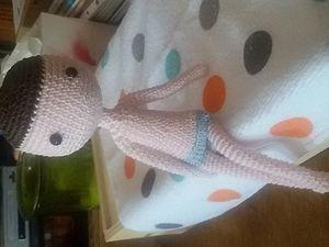 Naissance d'une petite poupée au crochet