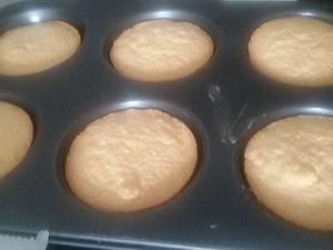 Vous pouvez utiliser un moule, que vous beurrez à ce moment-là, pour avoir des biscuits réguliers.