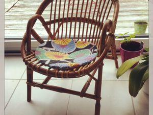 Des cadeaux : un bracelet avec les prénom de mes enfants gravés pour moi et une petite chaise vintage pour Loulou