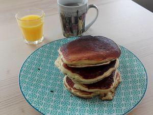 Miam miam... pancakes au petit déjeuner, des fruits au goûter...