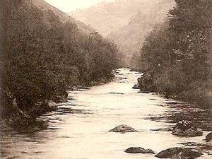 Cliquez sur Le Gour-Jonchère (la Creuse avait creusé un trou de 6m de profond) disparu sous la retenue du barrage