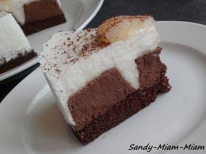 Bavarois chocolat noir et mousse légère à la poire