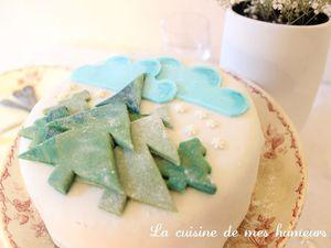 Colorez la pâte du gâteau en bleu, cela prolonge l'effet de surprise!