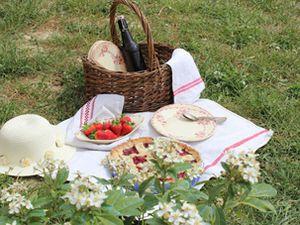 Un pique-nique par delà la colline: tarte aux cerises avec des croisillons