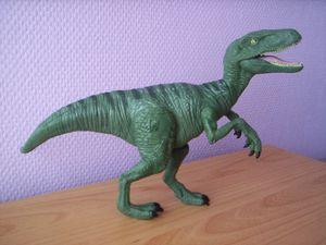 Raptor Charlie Jurassic World, 2015, suivi de Delta, Echo et Blue, sonore et lumineuse.