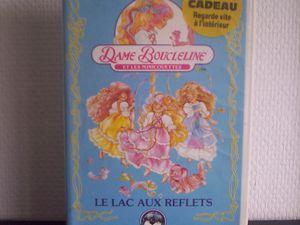 Voici les deux VHS en version française avec des épisodes étonnamment très courts mais qui me semblaient, quand j'étais petite, aussi longs qu'un film !