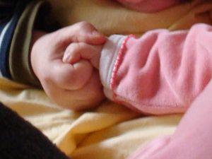 Leurs mains qui se tiennent