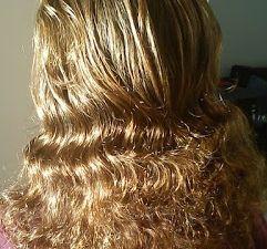 Mes cheveux au naturel&#x3B; 3ème photo = coloration henné blond shiraz sans soins: cheveux secs&#x3B; 4 ème photo = coloration henné chatain shiraz avec soins: cheveux soyeux.