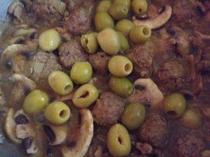 Tajine boulettes de viande aux champignons et olives