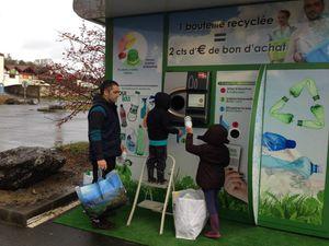 Et si la France consignait les bouteilles en plastique et les canettes ?