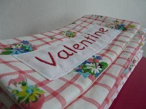 tissu stock Delph... fleuri et vichy pour l'exterieur, ecru pour l'interieur.