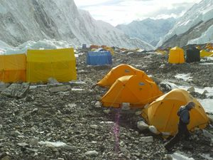Le camp 2 : installations confortables à 6400 m