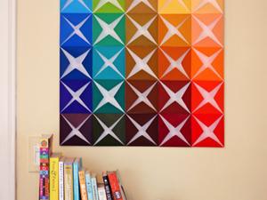 Plaisir des couleurs pour tous ! Astuce pour la girafe, utilisez de la peinture métallisé et projeter votre image sur le miroir et former les contours un crayon. Pour ne pas dépasser, n'hésitez pas à former les contours du dessin avec du ruban adhésif pour peinture .