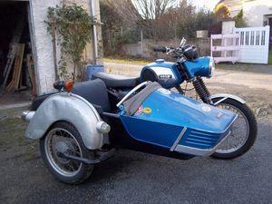 30/12/2016 Vends MZ 250 TS attelée de 1980. 33775 km, carburateur neuf, révisée, modèle 4 vitesses. Moto visible à La Chapelle aux Naux dans l'Indre et Loire. Contact: Christelle au 06 74 59 61 92.