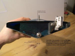 Here is the classic position of a propeller on a mono hull powered by a brushless and some Lipos batteries. You will notice an angle between the shaft and the table: it is useless to measure it. As long as the motor and the propeller are well placed and the shaft is straight, I assume the angle will be good.