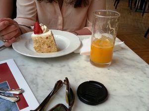 Le café Griensteidl (les gâteaux, le cadre, notre fille, son papa qui se cultive)