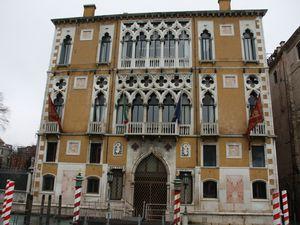 Les façades des palais vénitiens du Canale Grande.