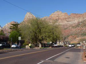 La jolie petite ville de Springdale entourée des montagnes du parc de Zion.