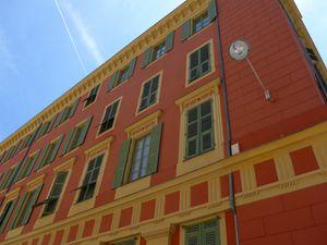 La ville compte beaucoup d'immeubles construits dans le style de la belle époque où sous influence Italienne.