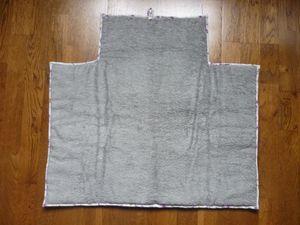 Eponge et ouate épaisse de chez Mondial Tissu, biais fait maison, bouton de la mercerie près de chez moi