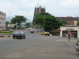 L'hotel de ville, les ministères, le carrefour de la poste centrale