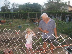 surtout ne pas marcher sur les tuyaux dans le jardin de l'avi.