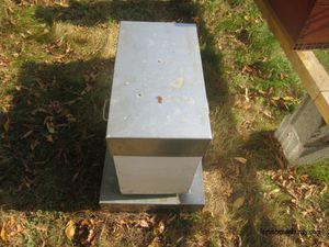 En haut, le pesage d'une ruchette sur un toit et un pèse personne. En bas ma balance maison en attendant mieux