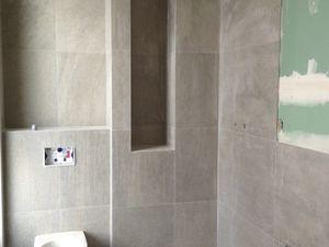 La salle de bain et le dressing de la chambre parentale ont été installés sur l'emprise de l'ancienne cuisine. Une chaudière à condensation Hydromotrix a été installée dans ce dernier.