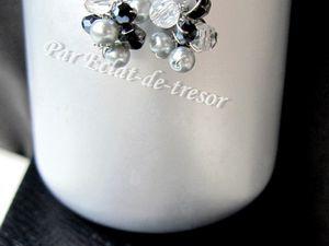 """BOUCLES D'OREILLES """"COLLECTION HIVER"""" FLOCON (DIVERS COLORIS) - [Préciser la couleur désirée lors de la commande] Jolie paire de boucles d'oreilles qui rappellent un flocon de neige grâce à ses perles tissées (cristaux transparents et vert d'Autriche de qualité supérieure, perle en verre opale). Taille : 10mm. Note : Livré avec embouts arrières et pochette en organza. PRIX : 9 EUROS"""