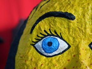 """La tête de """"Caramel et crustacés"""", l'oeil de """"Cerise"""", gros plan sur """"Buste n°1 sans voix"""""""