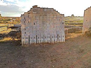 chez nous,tout projet de maison commence par la fabrication des briques ! ! !