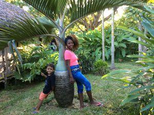 Madame Lalah et notre guide Ursula en visite au Paradis d'Alain.