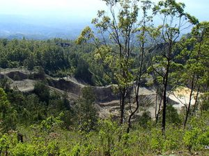 FLORES : Terre de Volcans