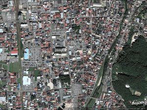 L'Ontake vu via Google earth : 1. le sommet, 2. la ville de Takayama, 3. le départ du sentier, 4. une coulée