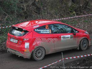 Demaerschalk (rouge) termine 8ème à moins de 9 s de la Mitsubishi de Vanzeebroeck. Quant à Wagemans, il se classe 12ème à 30 s de la DS3 R3 de Fumal.