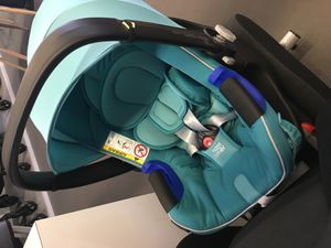 Babysafe i-size avec sa flex base inclinable