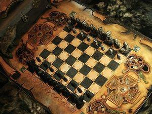 Jeu d'échecs d'inspiration gaélique du XIIème siècle en cuir