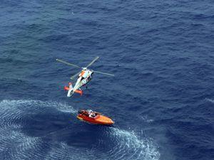 Polynésie française : les moyens aériens au secours de trois naufragés.