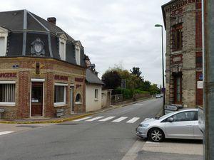 Le carrefour du quartier Saint-Blaise vers 1910 et en 2013 (clichés contemporain Armand Launay, juillet 2013).