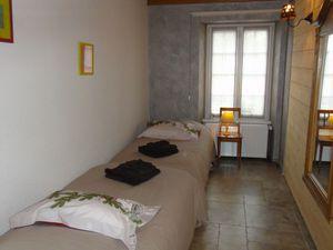 chambre N°1 (15m2) avec 1 lit double 160x200 & chambre N°2 avec 2 lits 90 en enfilade